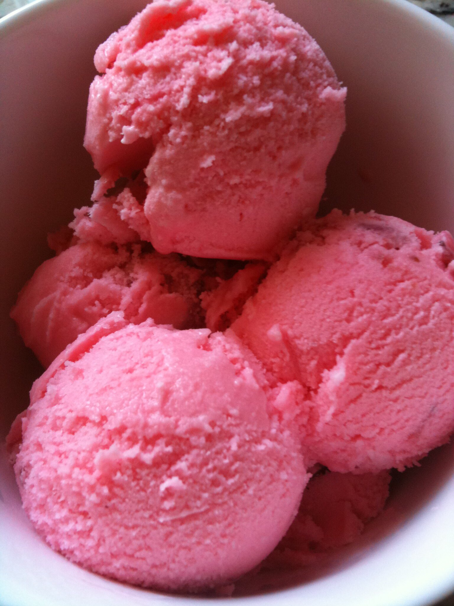 Yummy, refreshing Big Red ice cream! Recipe on www.PieLadyLife.com