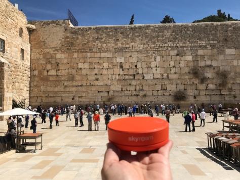 Solis at the wailing wall in Jerusalem